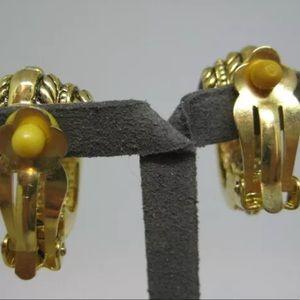 Vintage Jewelry - Vintage Gold Tone Clip On Rhinestone Earrings